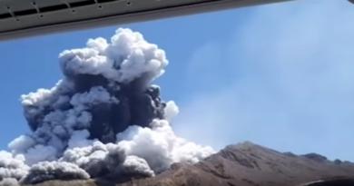 Aktivizohet vullkani teksa turistët eksploronin ishullin, nuk ka asnjë të mbijetuar