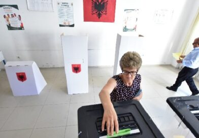"""""""Shqiptarët tradhtojnë më lehtë gruan 30 vjet të martuar, sesa partinë që kanë 30 vjet duke e votuar"""""""